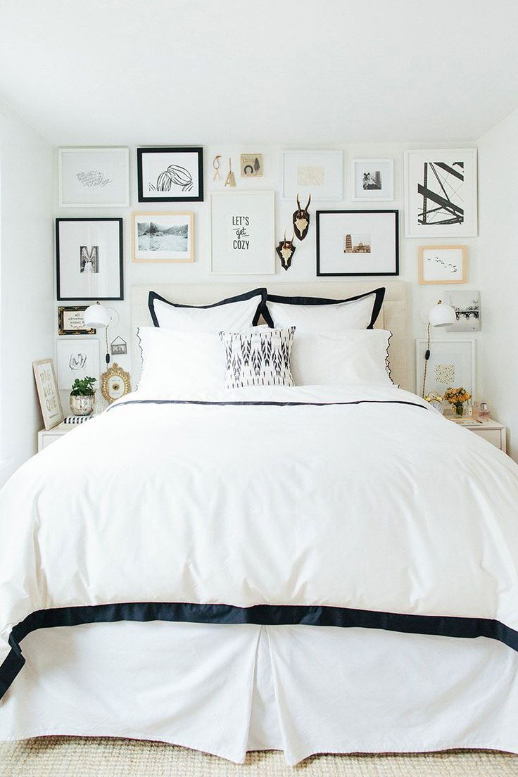Gallery wall greatness in the bedroom (college girl bedding small bedrooms)