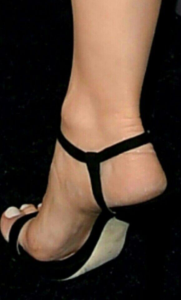 Сексуальные ножки знаменитостей на каблуках