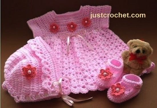 2 Free patterns for Crochet Baby 3 Piece Set Gift --> http://wonderfuldiy.com/wonderful-diy-crochet-baby-3-piece-set-gift-with-free-pattern/ #diy #crochetpattern #babygift