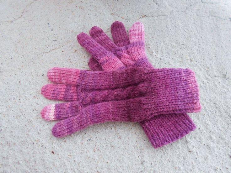 Rukavice+prstové+dámské+ručně+pletené+rukavice+teplé,+delší+na+zápěstí+nebude+foukat+do+rukávku,+zaručeně+nekousavé+na+každé+je+přechod+barev+trochu+jiný,+tím+jsou+originální+a+jedinečné+pouze+jeden+jediný+pár+další+úplně+stejný+není+a+nebude+vždy+bude+přechod+barev+trochu+jiný+je+to+melír+červenofialovorůžový