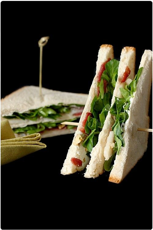 Club-sandwich au magret fumé et roquefort
