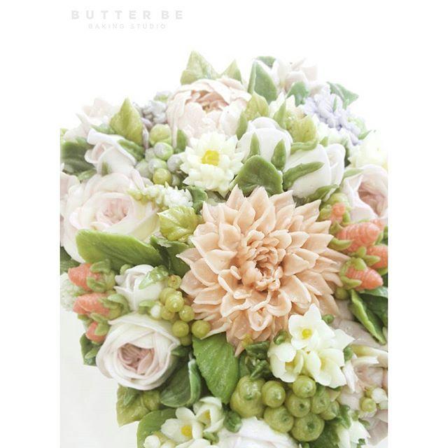 Butterbe buttercream flower piping Video tutorial🌼 Instagram(DM)  E-mail : butterbe@naver.com Website : www.butterbe.com Contact : +82.70.8884.8203 / +82.10.5584.8203  #buttercreamflower #butterbe #koreancake #koreanbuttercreamcake  #koreanstyle #cake #flowercakeclass #flowercakes#flowercake #weddingcakes#sweets #floralcake #bunga #keju #kue #花蛋糕 #韩国料理 #mentega #butterflower #butterflowercake #蛋糕 #韓式裱花#kuebunga#цветочныйторт#малазийскиецветы#малазийскаятехника#鲜花蛋糕#เค้ก#韩式裱花#เค้กดอกไม้
