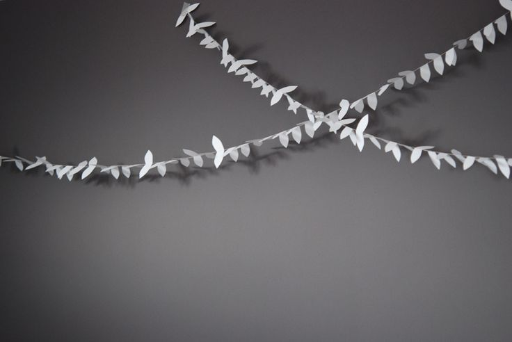 """""""ENVOL"""" cut and folded paper garland - styling and photo © Mi-avril"""