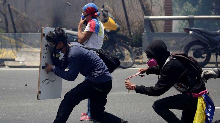 Venezuela crisis: Son of top Chavista official publically urges him to help stop bloodshed