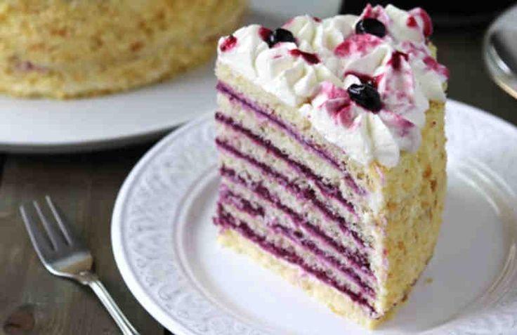 Потрясающе нежный, вкусный домашний торт. Сочетание творожного крема и ягодной прослойки с воздушными коржами делает его просто незабываемым. Тортик печется из тонких коржей, что придает готовому, хорошо пропитавшемуся тортику совершенно неповторимую консистенцию. Давайте приготовим этот вку