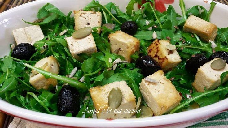 Tofu abbrustolito con rucola e semi