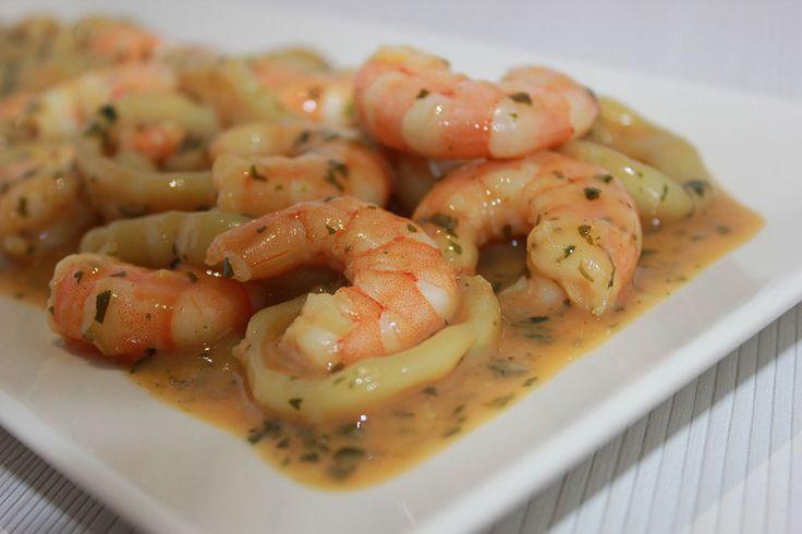 Calamares en salsa de langostinos | Comparterecetas.com