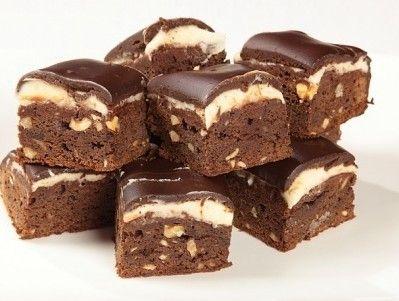 R OMA – I brownies sono un classico della pasticceria. La morbidezza del cacao si sposa alla perfezione con la croccantezza delle nocciola. Ottimi sia caldi che freddi. Ecco la ricetta proposta da Giallo Zafferano: Ingredienti: 175 grammi di burro, un pizzico di sale, 200 grammi di cioccolato, 2 uova, 60 grammi di nocciole, 100 …