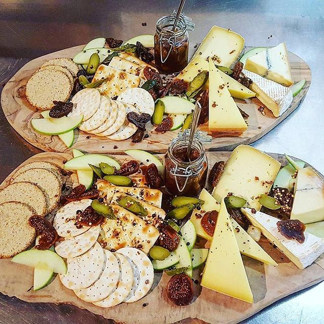 Just look at this amazing cheese board served to guests in The Peak! Who wants in?!⠀
