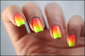 vernis à ongles couleurs fluo