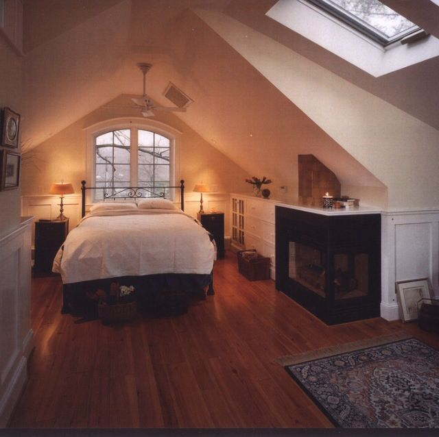Attic bedroom, A line ceiling THIS IS BETTER; SEEMS LIKE THERE COULE BE MORE SKYLIGHTS...