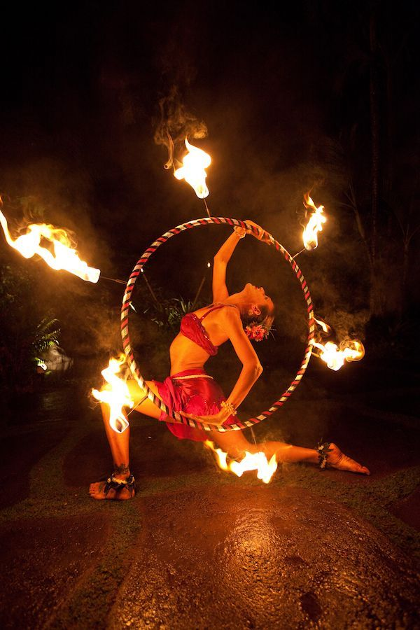 Fire Dancing Photography From Soul Fire Productions In Kauai Hawaii Adding Fire Dancing And More To Kauai Hawaii Destina Event Entertainment Hawaii Fire Kauai