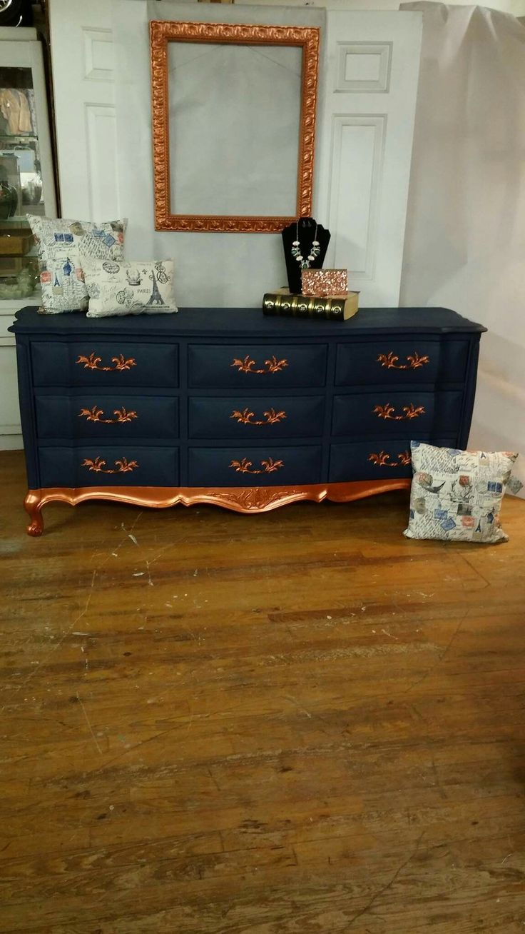 French Provincial dresser painted with Dixie Belle Paint Company's Bunker Hill Blue and Americana Decor Metallics copper. ❤  #dixiebellepaint #painttransformation #2sistersdesign
