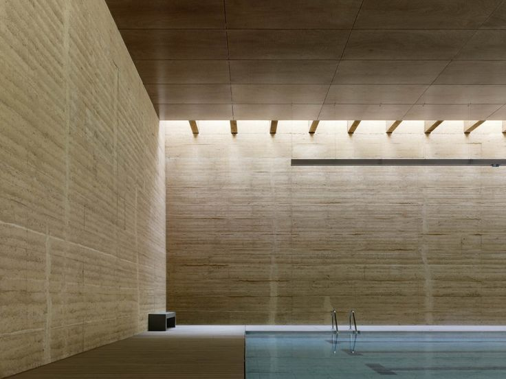 Rammed earth wall - Indoor Swimming Pool in Toro | Vier Arquitectos.