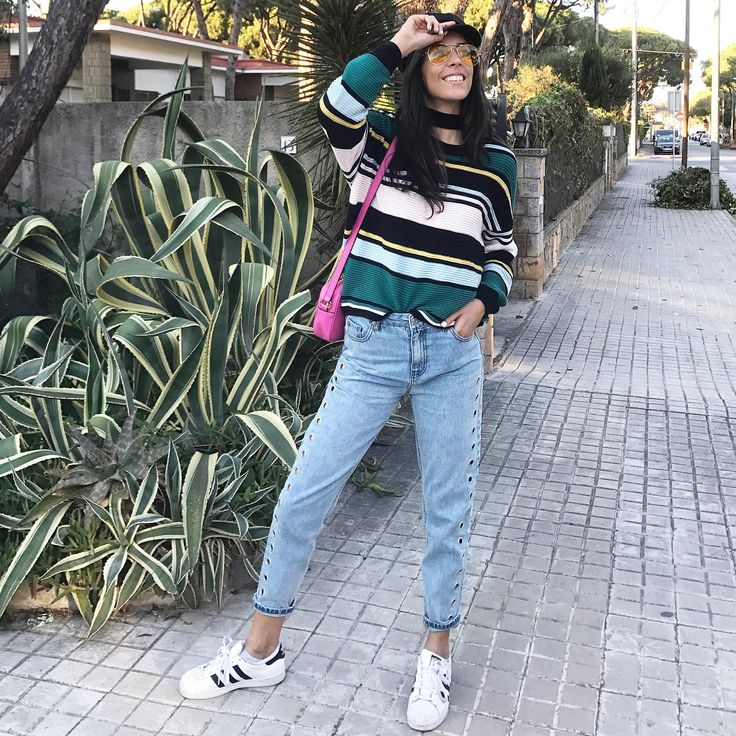 IMMA 90s KID    Jumper: H&M Trousers: Pull & Bear Shoes: Adidas Cap: ASOS Pink bag: Gucci  You can see more on my Instagram account: @maissydc
