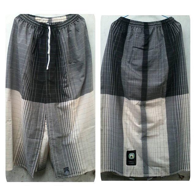 Ini adalah koleksi lain dari sarung celana dewasa hitam dan putih dari bahan sarung gajah duduk black&white
