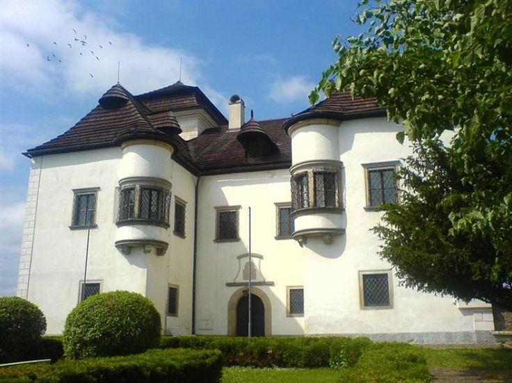 Netradičné kaštiele na strednom Slovensku, ktoré stoja za pozornosť Diviaky
