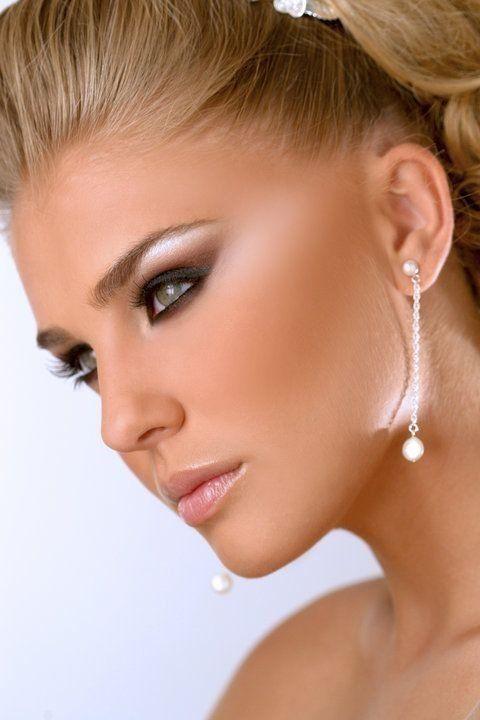 Sugestão de maquiagem para noivas com pele clara.
