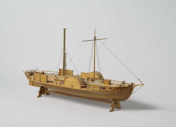 Anonymous | Model of the ferry steamer Wilhelmina, Anonymous, 1822 | Spantmodel van een raderstoomboot, zeer gedetailleerd en binnen beschoten. Lang platbodem vaartuig, in de zijden verbreed tot de breedte van de raderkasten. Twee niveau's: benedendeks en bovendek met laag dekhuis, die gedeeltelijk open zijn om de binnenkant te laten zien. Stoommachine noch raderwielen zijn op het model aangebracht. De raderkasten kunnen bovenop geopend worden en hebben gemakken aan de achterzijde. Breed…