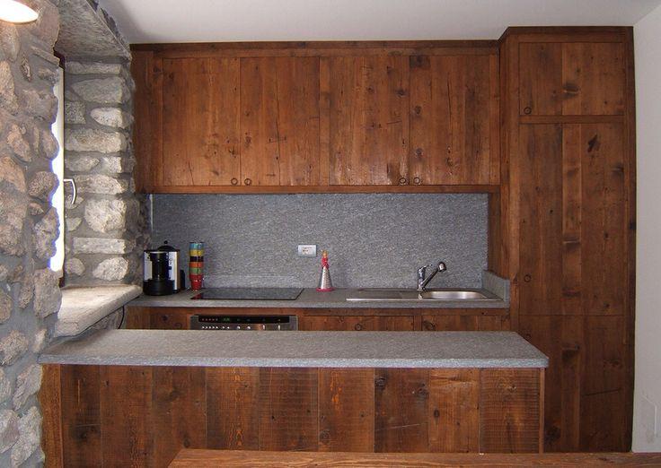 Cucina il legno e pietra