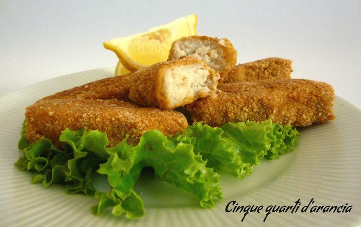 Ibastoncini di pescesono una ricetta che avevo in mente di preparare da tanto!! A me piacciono molto e spesso sono una grande soluzione salvacena, ne ho