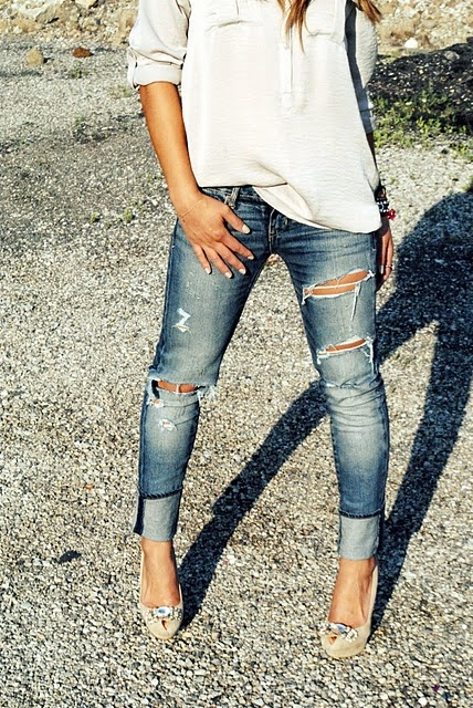 ripped denim at its best: Distressed Jeans, Ripped Jeans, Fashion, Jeans Heels, Style, White Shirts, Outfit, Boyfriends Jeans, Casual Looks