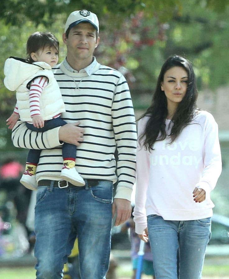 Exclusive... 51995431 Couple Mila Kunis and Ashton Kutcher take their daughter Wyatt to a park in Studio City, California on March 13, 2016. Wyatt tried her best to walk on her own but ended up getting carried after she fell down. FameFlynet, Inc - Beverly Hills, CA, USA - +1 (310) 505-9876