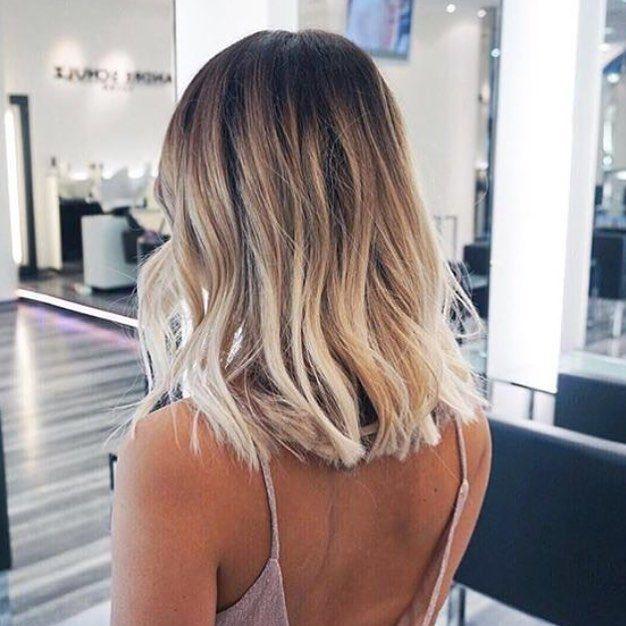 """Inspiration du soir!  Ça fait déjà un bail que je souhaite faire cette couleur """"ombré"""" et que je veux avoir cet effet wavy léger dans mes cheveux mais pas encore trouvé un bon salon capable de me faire ceci sur Lille! Alors en attendant, je bave sur cette photo!  Si conseils à me donner, je prend!! #inspirationbynight #inspi #hair #hairstyle #fashion #mode #fashionista #blondhair #wavy #lille"""