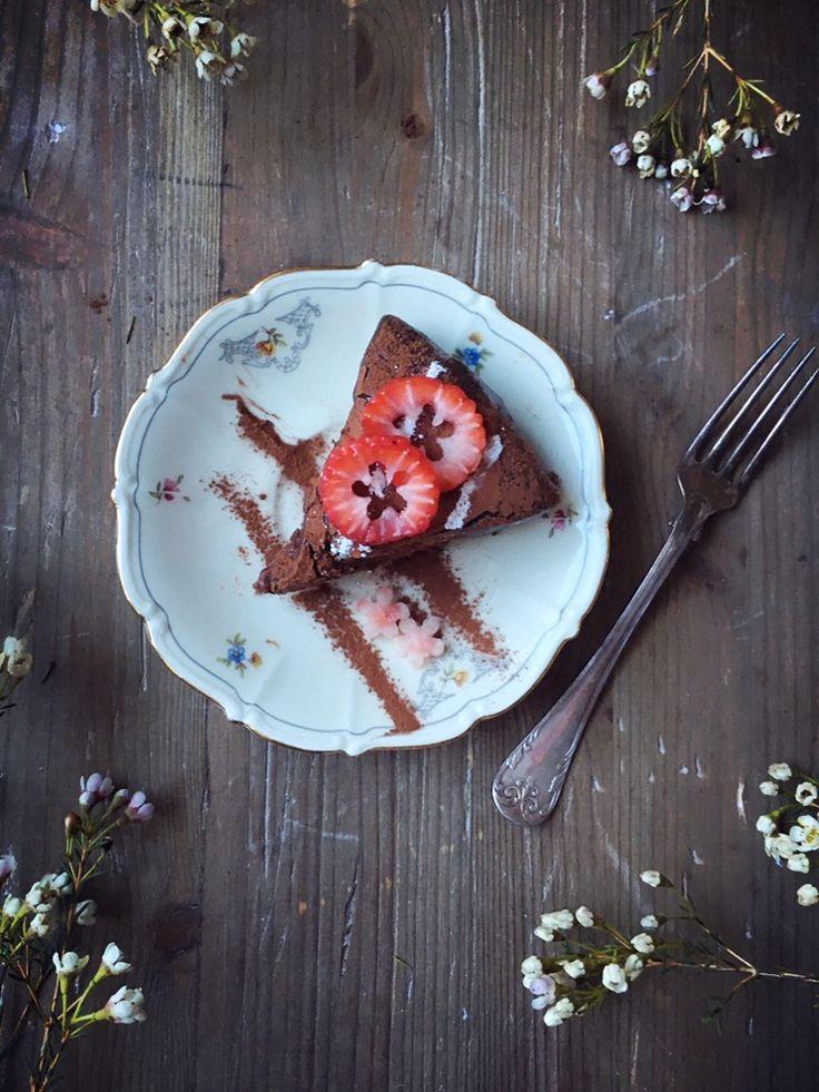 Oavsett vad du har tänkt baka nu inför Valborg,tillAlla Hjärtans Dag eller Nyårssupén,se bara till att det innehåller choklad. Choklad är kärlekens elixir och gör människor glada. Visst blir man…