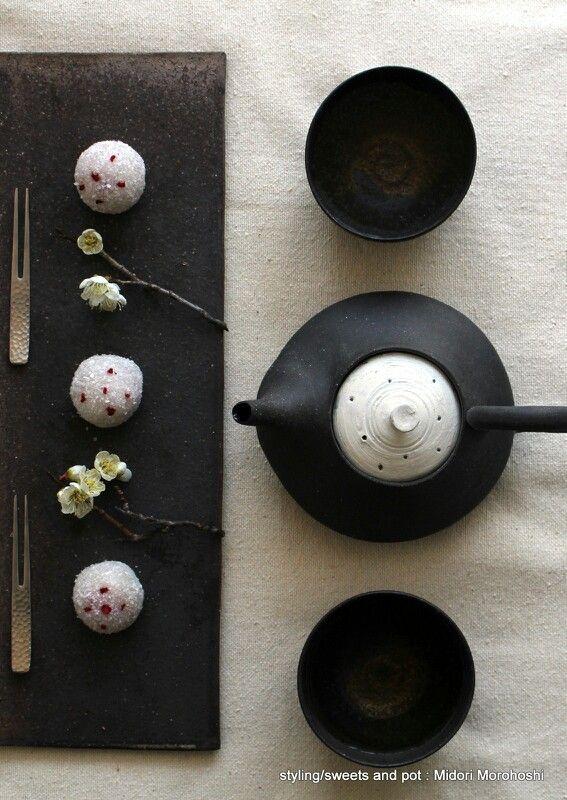 和菓子『雪中梅~ラズベリー大福(ぎゅうひ)Rasberry ricecakes:Gyuhi』Ricecakes flavored with rasberry. ✳︎styling/ photo/ sweets and Pot :Midori Morohoshi(http://ameblo.jp/greenonthetable/)
