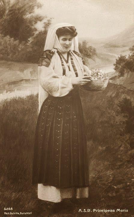 FOTO Regina Maria a României îmbrăcată în straie populare   Casa Regală a României Queen Marie of Romania dressed in popular clothes