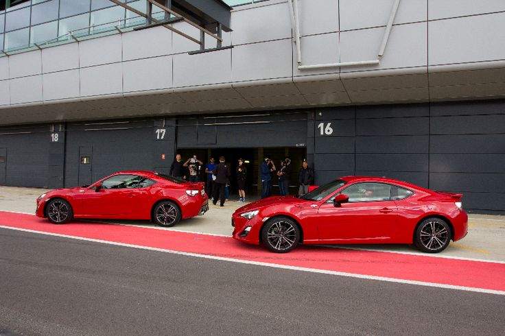 Red GT86s in the pit