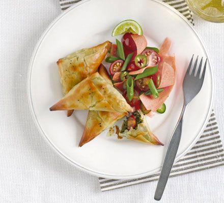 Spinach samosas with Indian salad