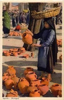 (PORTUGAL) - Agueda - Cantaros de barro, no mercado * Earthen-water-pots market