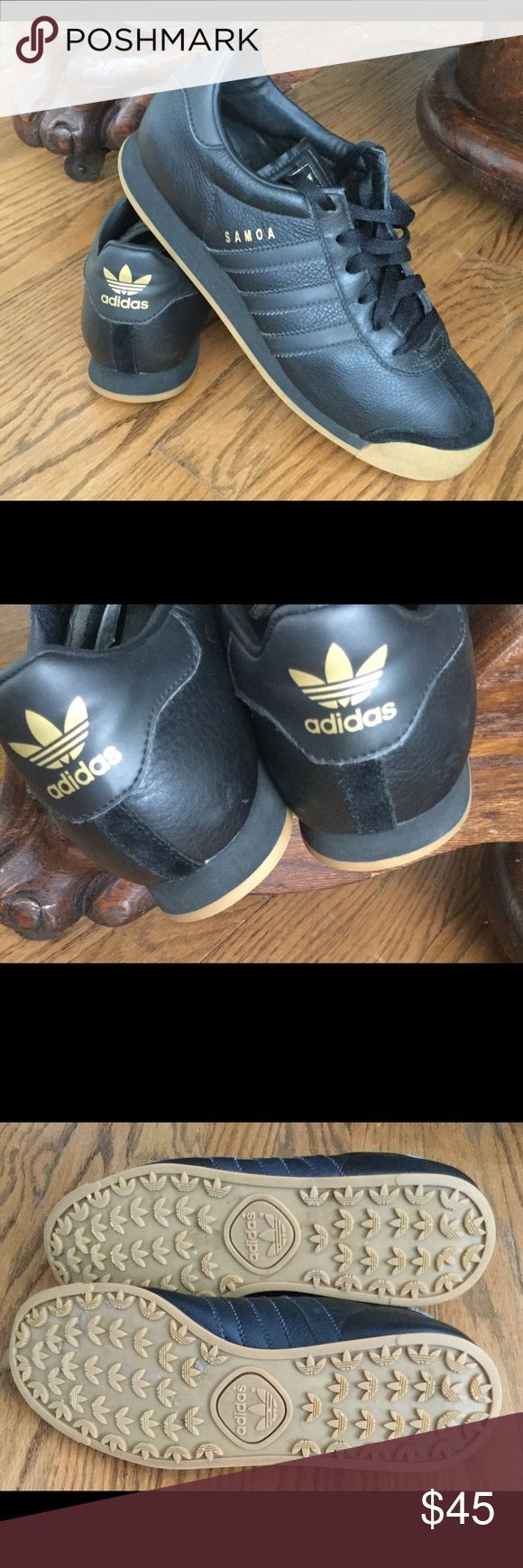 Adidas Women's Samoa Black/Gold classic and casual silhouette. Lightly padded tongue for comfort. 3 signature stripes. Snug fit, lace up closure. Excellent walking shoe. Adidas Samoa Shoes Athletic Shoes