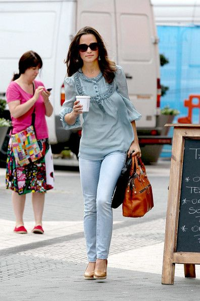 Pippa Middleton...love the outfit, especially the bag