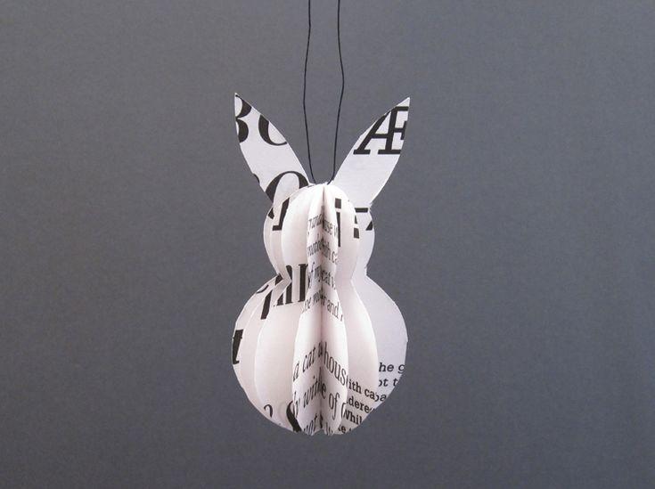 Der Hase ist in Handarbeit aus recyltem Papier gefertigt. Die Blattseiten sind mit verschiedenen Schriften bedruckt. Eine größere Anzahl stel...
