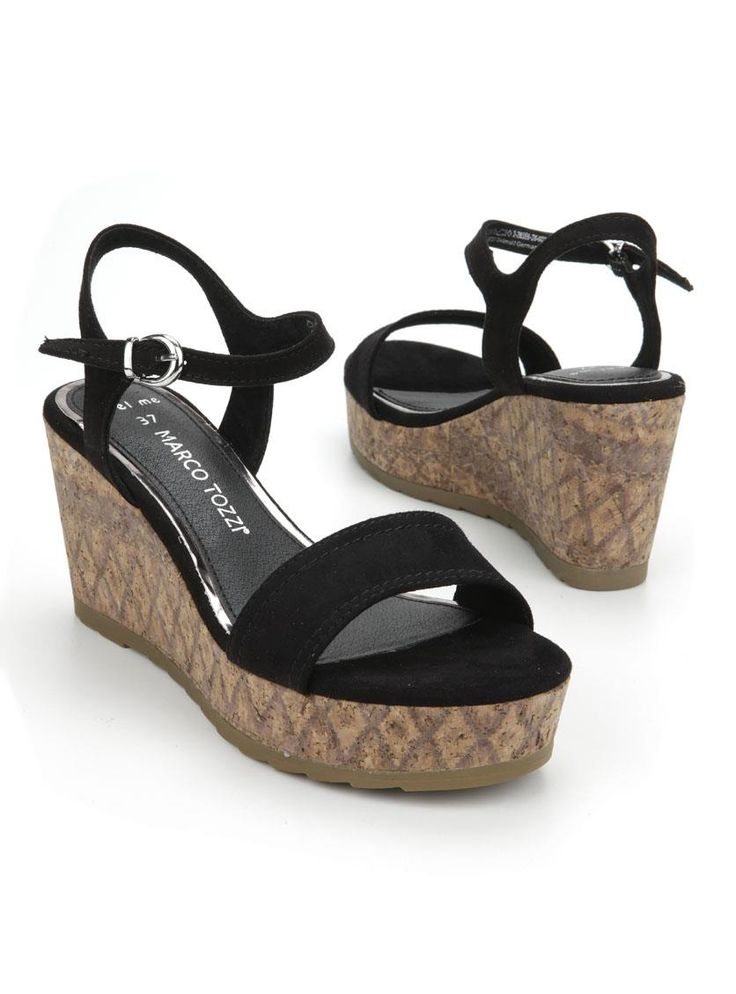 Marco Tozzi plateau  Description: Zwarte plateau sandalen van Marco Tozzi. Deze dames sandalen zijn voorzien van een plateau hak van ongeveer 8 cm.  Price: 39.99  Meer informatie