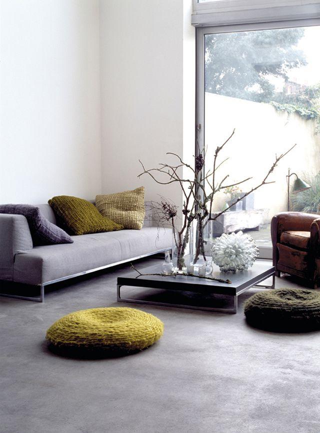 Coffe Tables, Living Rooms, Colors, Interiors, Livingroom, Floors Cushions, Grey, Floors Pillows, Concrete Floors