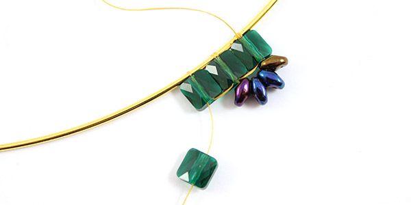collier émeraude perles mini square Swarovski et Superduo 05