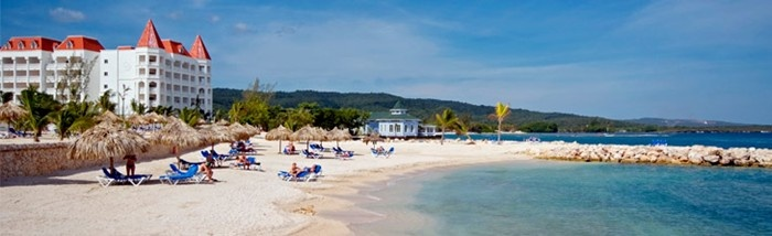 The Gran Bahía Príncipe Jamaica is located on the beautiful beach of Runaway Bay, one hour from Montego Bay Airport and only 25 minutes from the village of Ocho Rios.