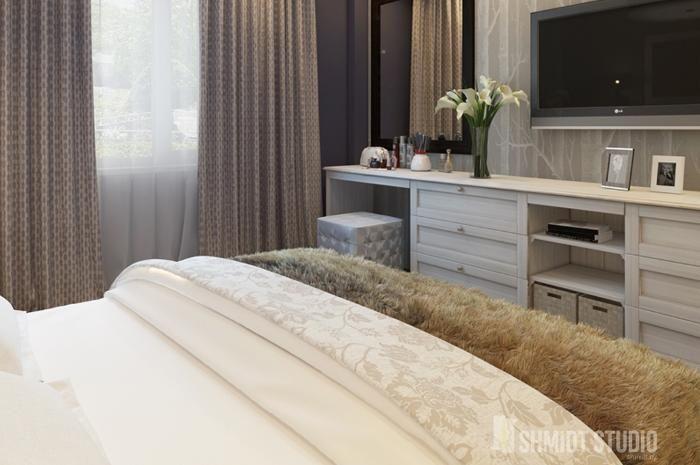 Sypialnia projekt #9108156. Przytulna sypialnia dla miłośników elegancji i klasycznych wnętrz. Najważniejszym punktem pomieszczenia jest oczywiście duże łoże o pikowanym zagłówku.