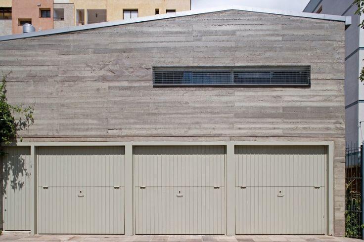 Com paredes inclinadas, casa estreita ganha amplitude pela ilusão de ótica - Casa e Decoração - UOL Mulher