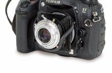 Das Objektiv einer Adox Golf und eine Fuji S5 Pro vereinen 50 Jahre Fotogeschichte. Und sorgen für verschobene Schärfebenen! Zur Anleitung auf fotoMAGAZIN.de