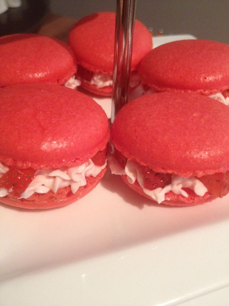 Macarons with buttercream and strawberry filling #sweetalchemy #amsterdam #strawberry #macarons