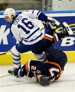 Toronto tough guy Darcy Tucker knocked New York Islanders centre Mike Peca out of the playoffs with this nasty knock in 2002. // Darcy Tucker (CP PHOTO/Kevin Frayer)