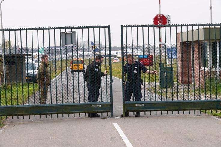 Vliegtuig Kustwacht maakt voorzorgslanding op Eindhoven Airport - airport, Eindhoven, kustwacht, voorzorgslanding - http://wp.me/p8nLn8-bqK
