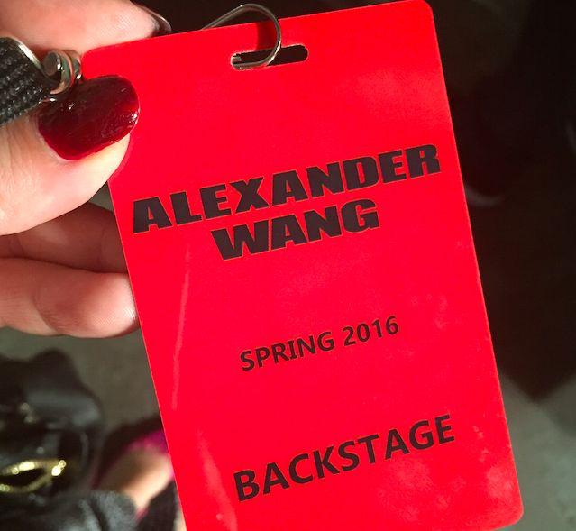 Tuve la oportunidad de ir al backstage de Alexander Wang invitada por la marca de cosméticos Nars. Me impresionó la cantidad de gente que hay tras bambalin