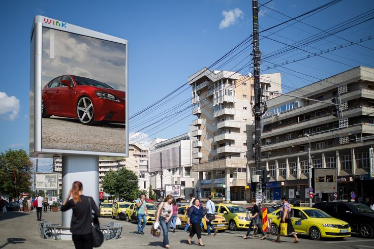 Digital Signage /  Outdoor digital  Screen (double sided) #OOH #advertising