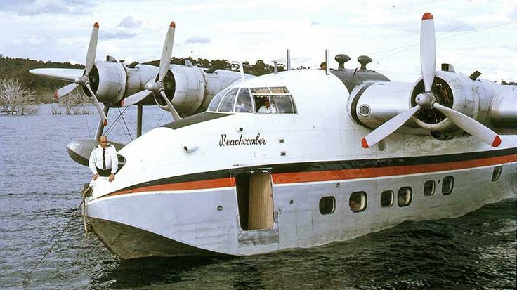 Ansett Sandringham VH-BRC at the mooring buoy on Lake Eucumbene, south of Sydney in November 1972. The purser in the front hatch used the long hook to attach the mooring line. Image Geoff Goodall